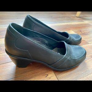 Dansko black dress shoes